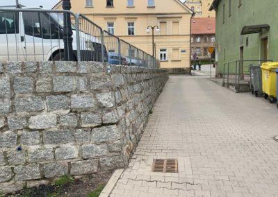 Mur zkostki granitowej